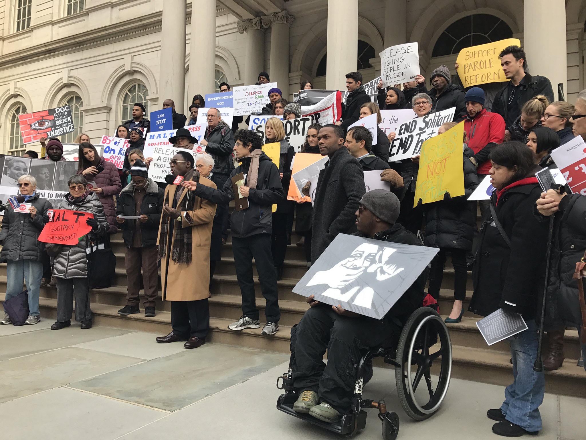 Our bail system is deeply flawed & punishes poor people. A better system IS possible. #challengeincarcerationny #closerikers https://t.co/dUDiJcVuHq