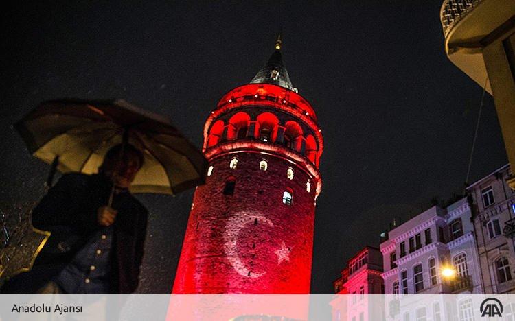 [Galeri] Galata Kulesi kırmızı beyaza bü...