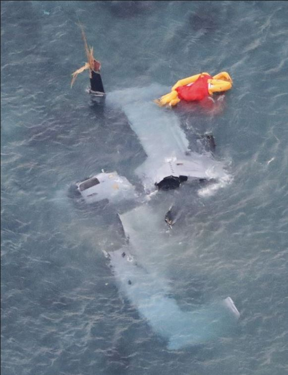 Photos of crashed MV-22 off of Okinawa https://t.co/jr81DmyEX5 -- all 5 onboard survived https://t.co/BpEKooN9Bx