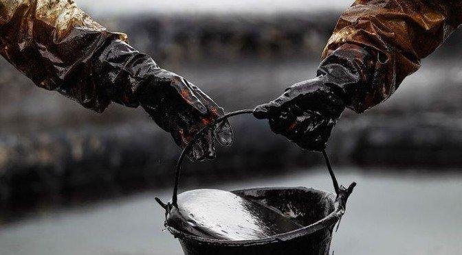 Нефть почти не меняется в цене в ходе торгов во вторник