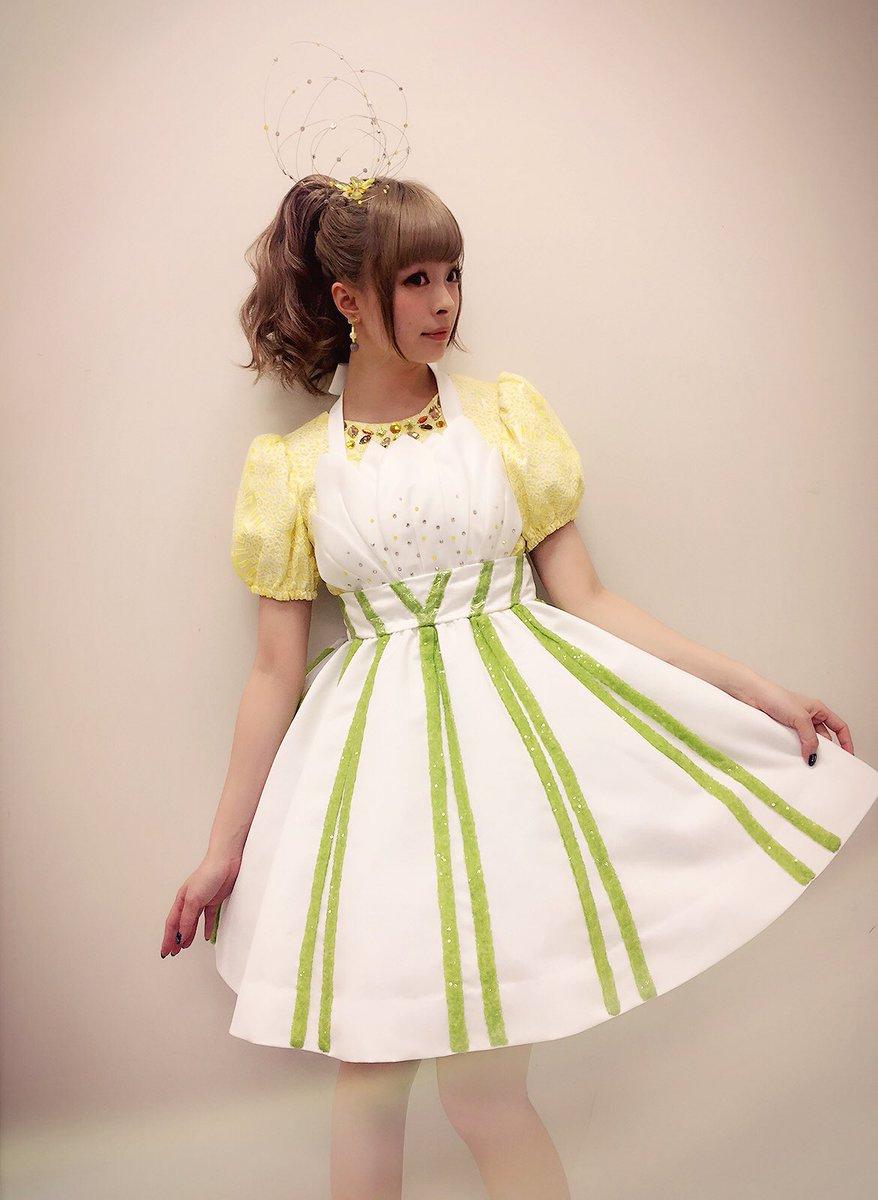 ユリのドレスのきゃりーぱみゅぱみゅ