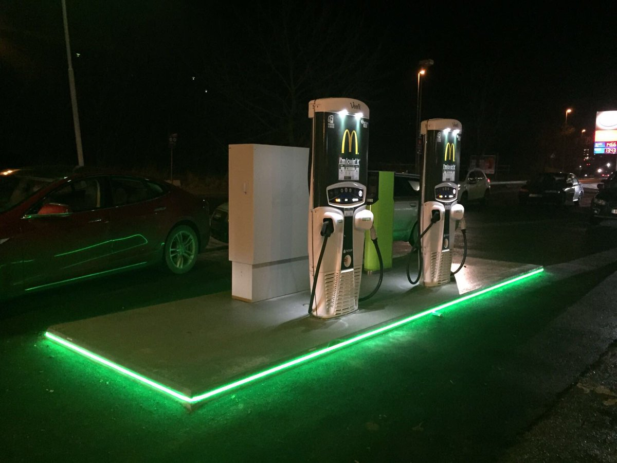 In Gaustad, Oslo, this new beauty lights up #EV life @McDonaldsNorge https://t.co/HoJfjbSezx