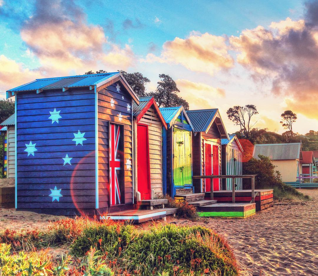 Good Morning(ton). Have you seen the bright bathing boxes at Mount Martha? (Photo via IG/ewanarnoldaphotography) #wandervictoria https://t.co/7dF7JUHc56