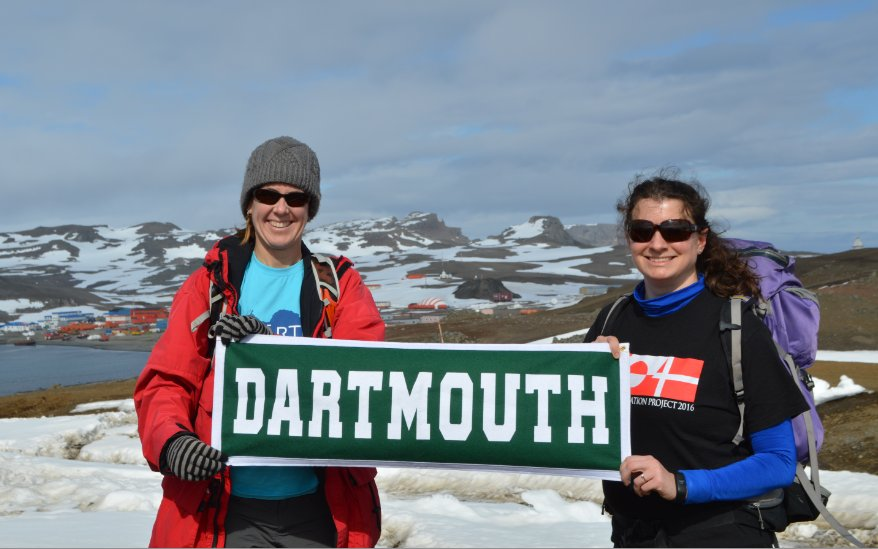 Stopping to show some @dartmouth pride on the way to the Uruguayan Base on King George Island, Antarctica. @EAE_JASE @DartArctic https://t.co/JfFXKjyTO7