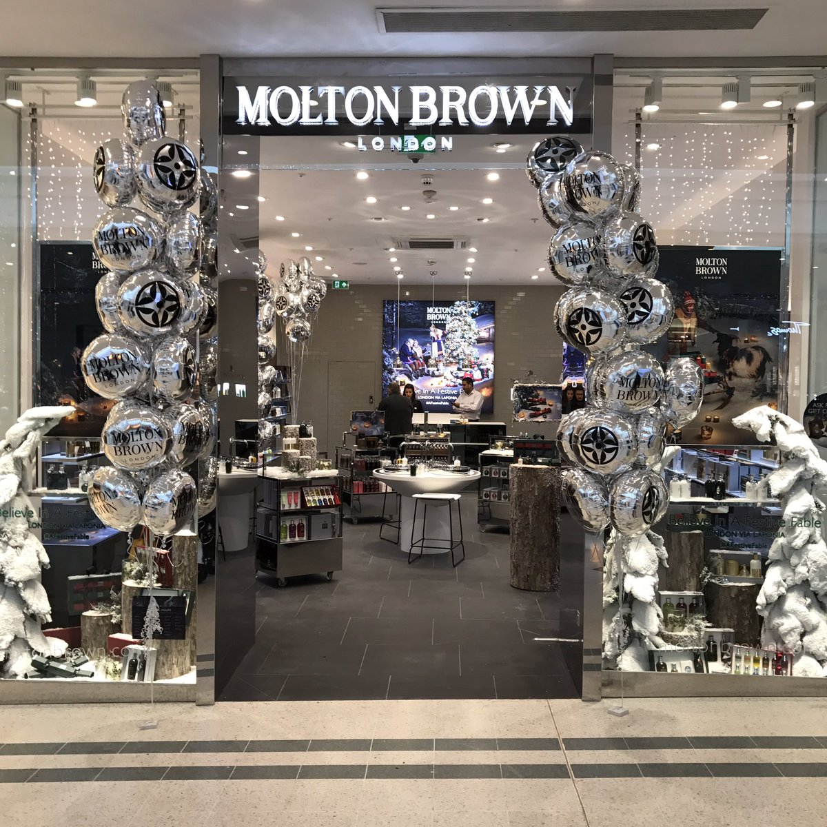 They are open! We are pleased to welcome @MoltonBrownUK to Bromley and the centre just in time for Christmas ! #allthatglitters https://t.co/k59F51nPjm