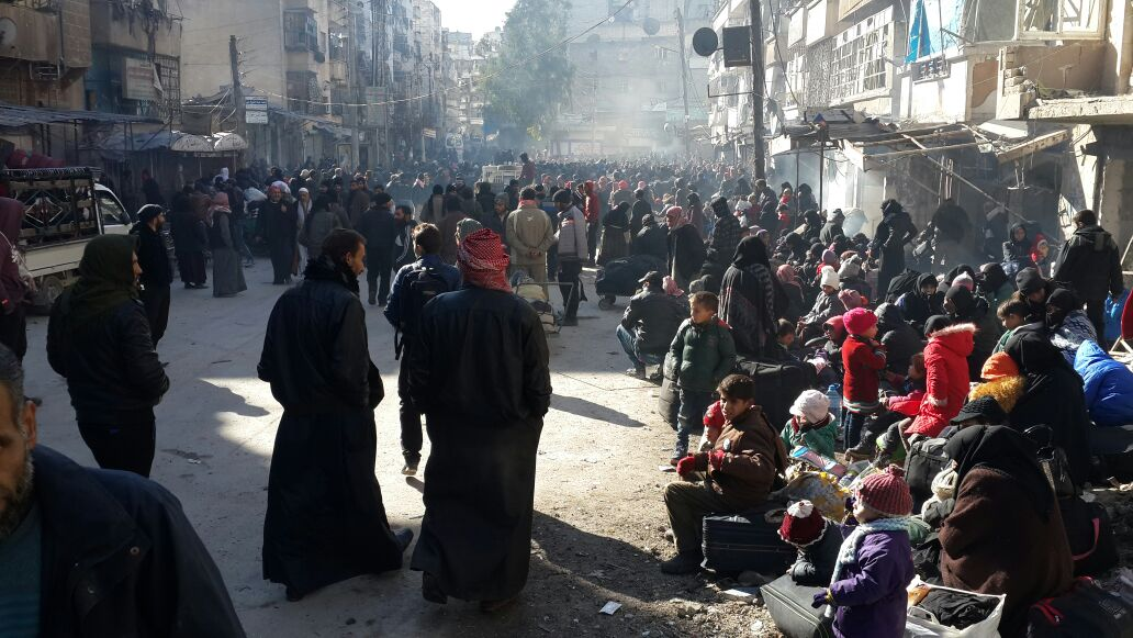 Photo of ppl waiting for evacuation I received from #Aleppo just now by activist https://t.co/FSLx2TV8dj