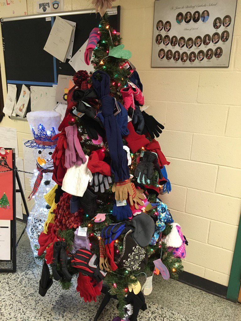 The Mitten Tree at SJB is full of Family generosity! https://t.co/wrEEj3cKki