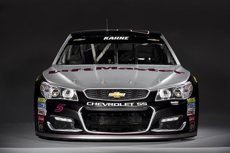 The wait is over! Take a peek at @KaseyKahne's 2017 @LiftMaster No. 5 #ChevySS. #NASCAR #TeamHendrick https://t.co/sMsNxsqxFD