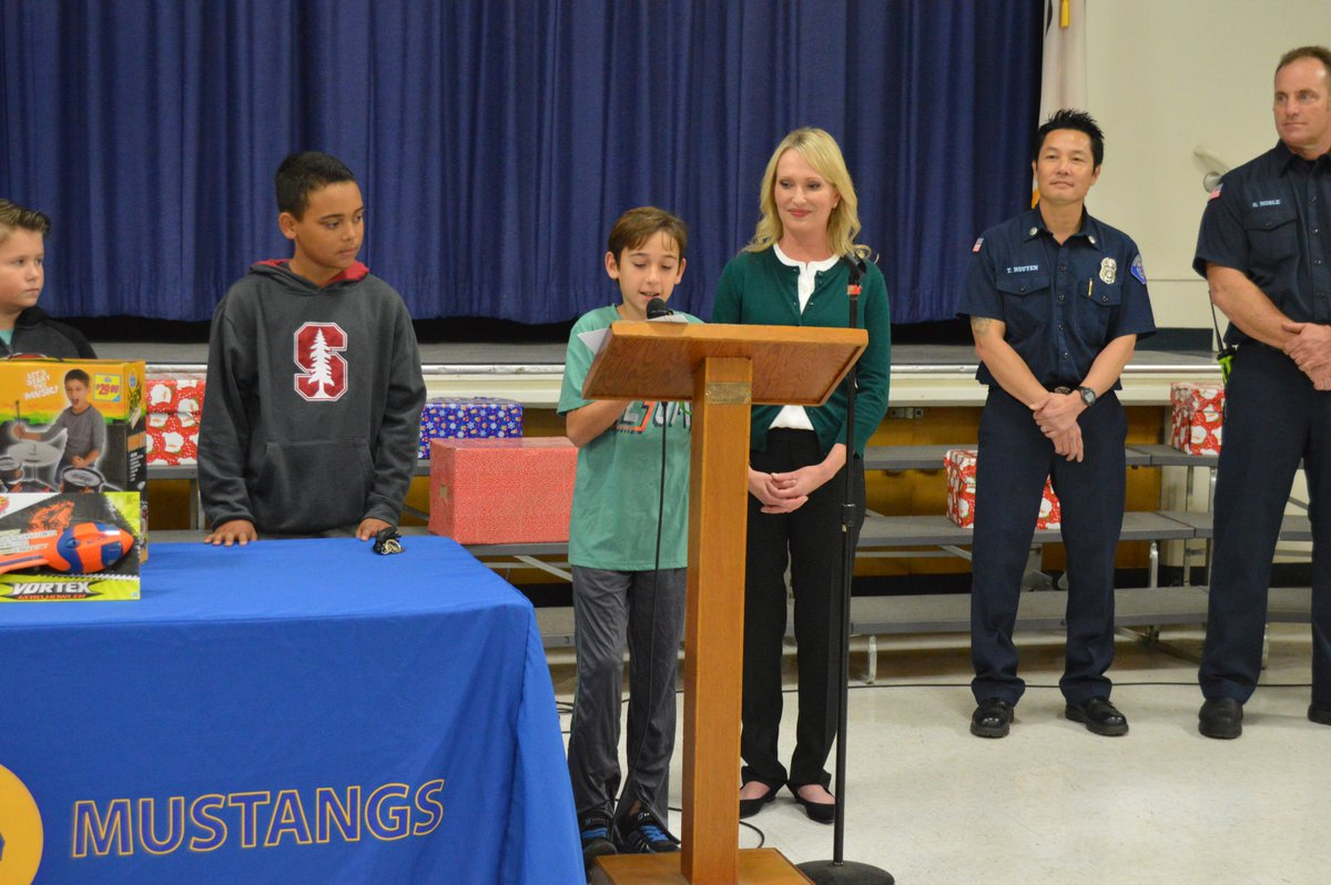 Ggusd On Twitter Enders Elementary Students Donated Toys To The