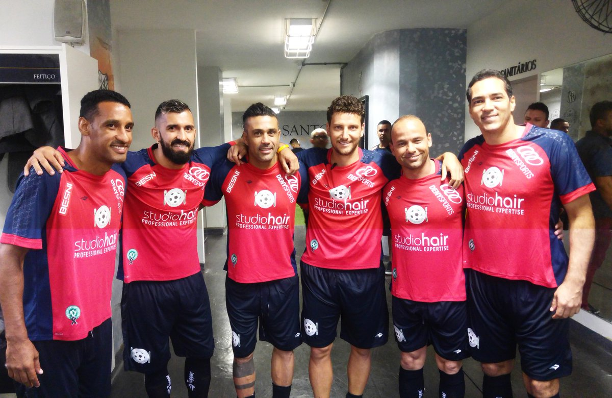 2002 presente! Wellington, Douglas, Maurinho, Elano, Léo e Alberto! #NatalSemFome