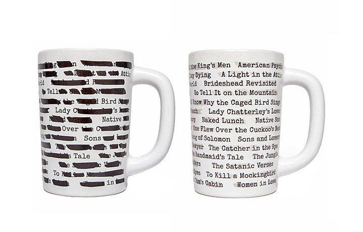 可以送给图书馆员的礼物:Banned Books Morph Mug 。杯子上都是(曾经的)禁书题名,倒入热茶或热咖啡,黑条变淡,书名显现。 https://t.co/7h2EGwsCmk