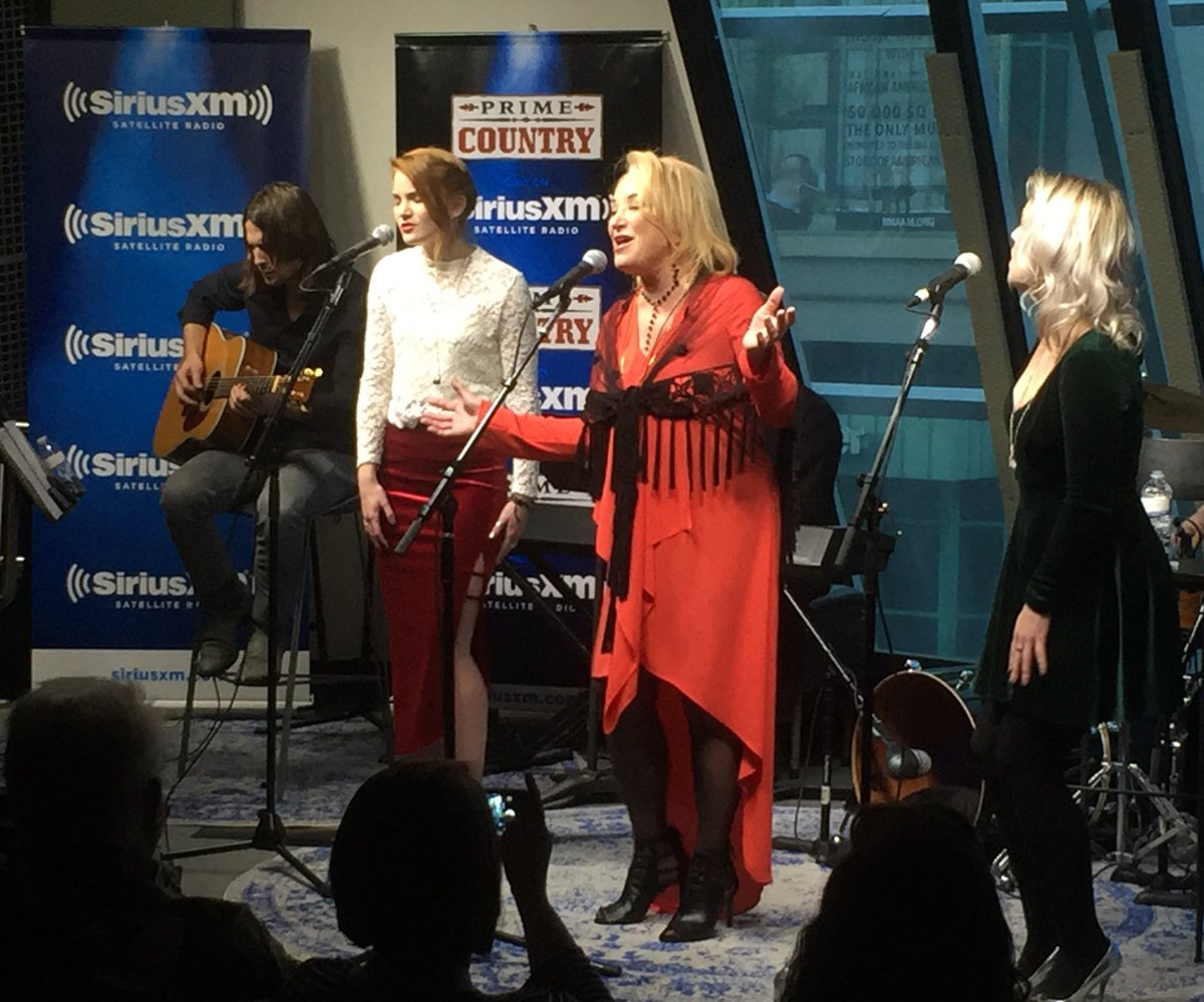 """Tanya Tucker on Twitter: """"I had so much fun singing Christmas songs with my daughters for @SIRIUSXM's 12 Days of Country Christmas!"""