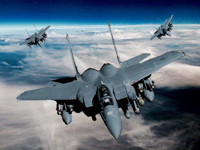 F-15E マクドネル・ダグラス社(現ボーイング社)の戦闘爆撃機。愛称はストライクイーグル。F-15の改良・派生型だが構造強化のため6割を再設計、電子機器も大幅に更新され中身はほぼ別の機体。F-15と同等の対空兵装+11tも兵装可。