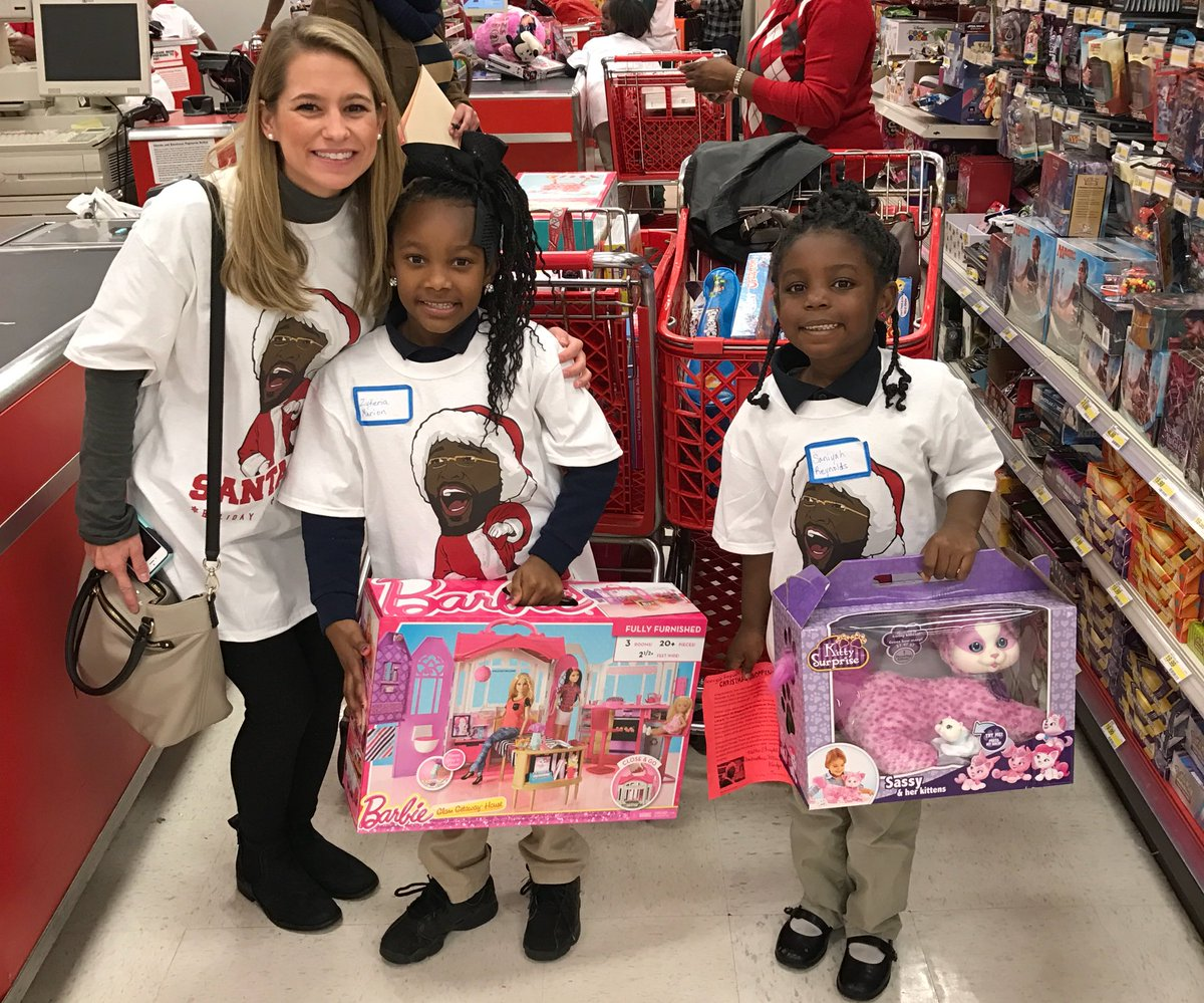 DeMarcus gave over 100 kids each $200 to go shopping today in his hometown of Mobile #SantaCuz