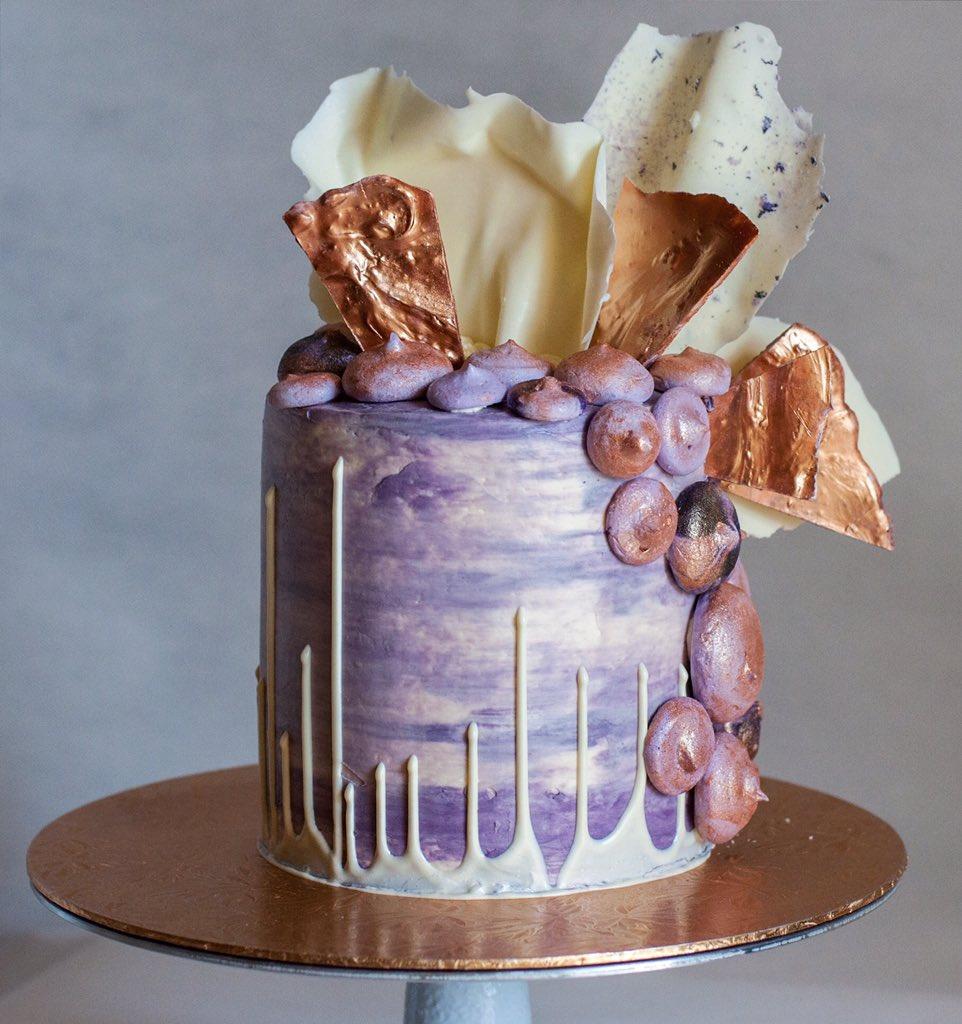 The purple metallic cake