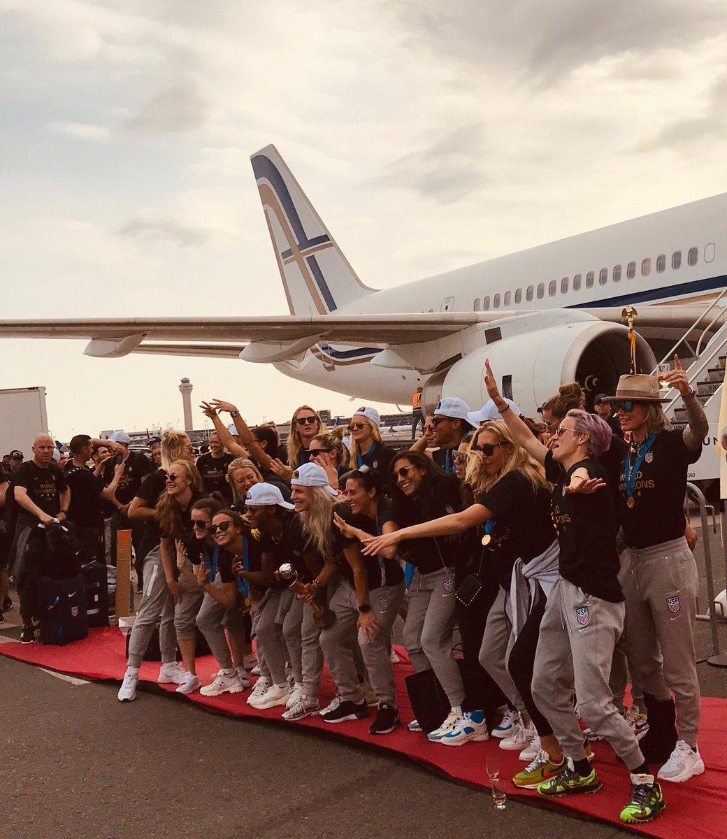 Welcome home, champs. @USWNT @EWRairport #notabaddayatheoffice