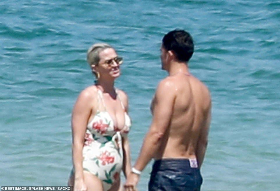 "Katy Perry Daily Brasil on Twitter: ""Katy Perry e Orlando Bloom essa  segunda-feira na Île de Ré, França.… """
