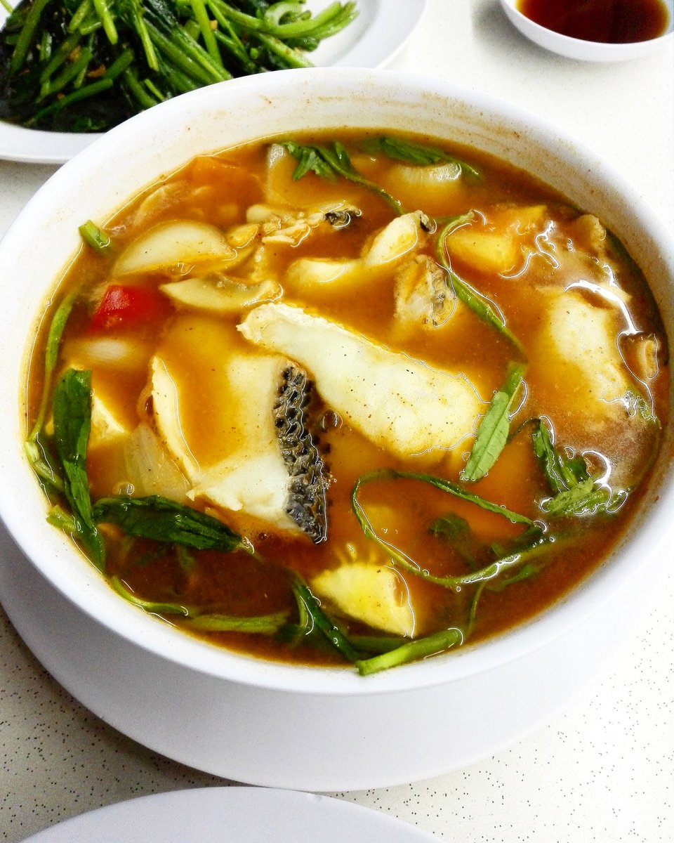Fish Slices Tom Yum Soup #tomyum #soup #sopa #spicy #dinner #ketogenic #ต้มยำกุ้ง #冬陰功 #おいしい #トムヤムクン #料理 #수프 https://t.co/0n0pPyCZEi