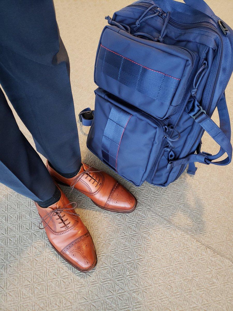 リュックスタイルは両手が空いて本当に楽です。 ・ #scotchgrain #スコッチグレイン匠 #briefing #neotrinityliner #あしもとくらぶ #あしもと倶楽部 #革靴好きと繋がりたい #足元倶楽部 #靴磨き #革靴 #一生モノ #一生モノコレクター