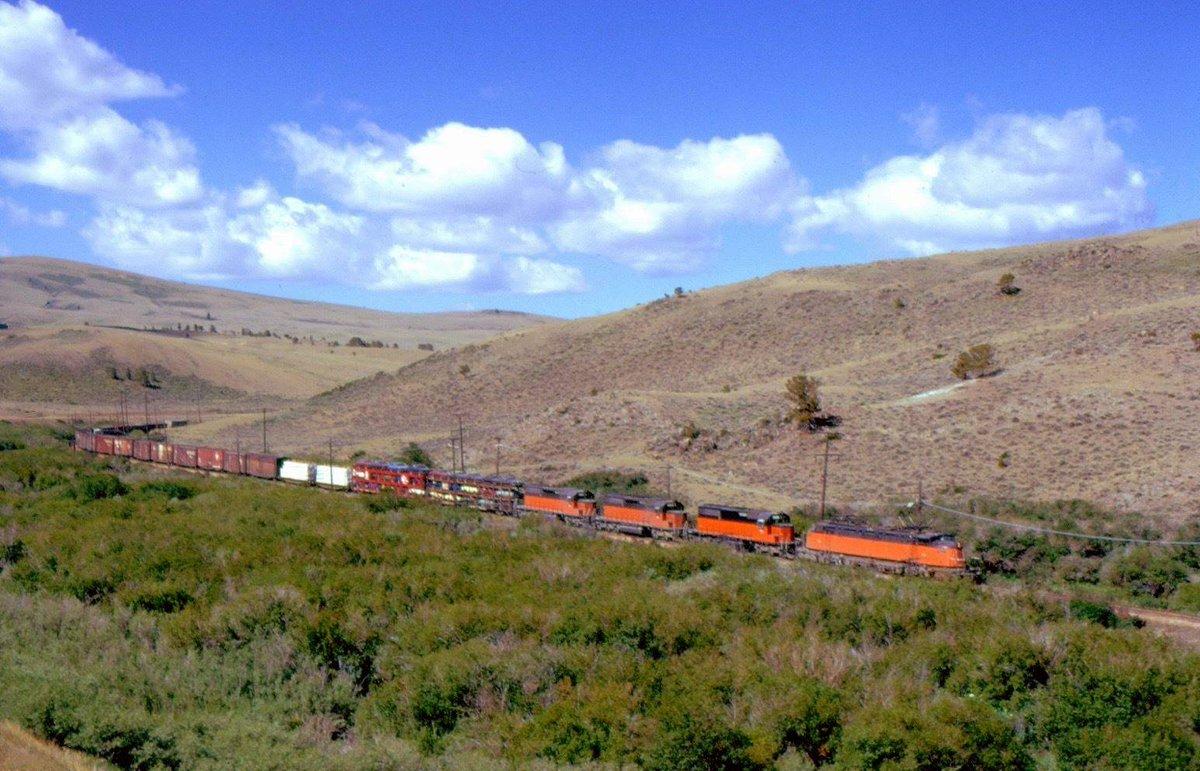 D 0Q  1WsAU9mOp - Electric Railroad through the Rockies