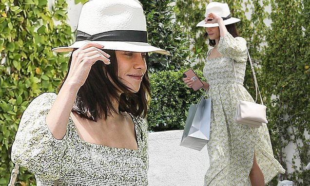 Jenna Dewan steps out in summer chic floral dress after a relaxing day at the spa in Santa Monica: Dewan channeled some flower child vibes in a white summer dress with a green floral print. She looked fully rejuvenated after her visit to the spa, smiling… https://t.co/a9AHvaOCbp https://t.co/bioj1v80tH