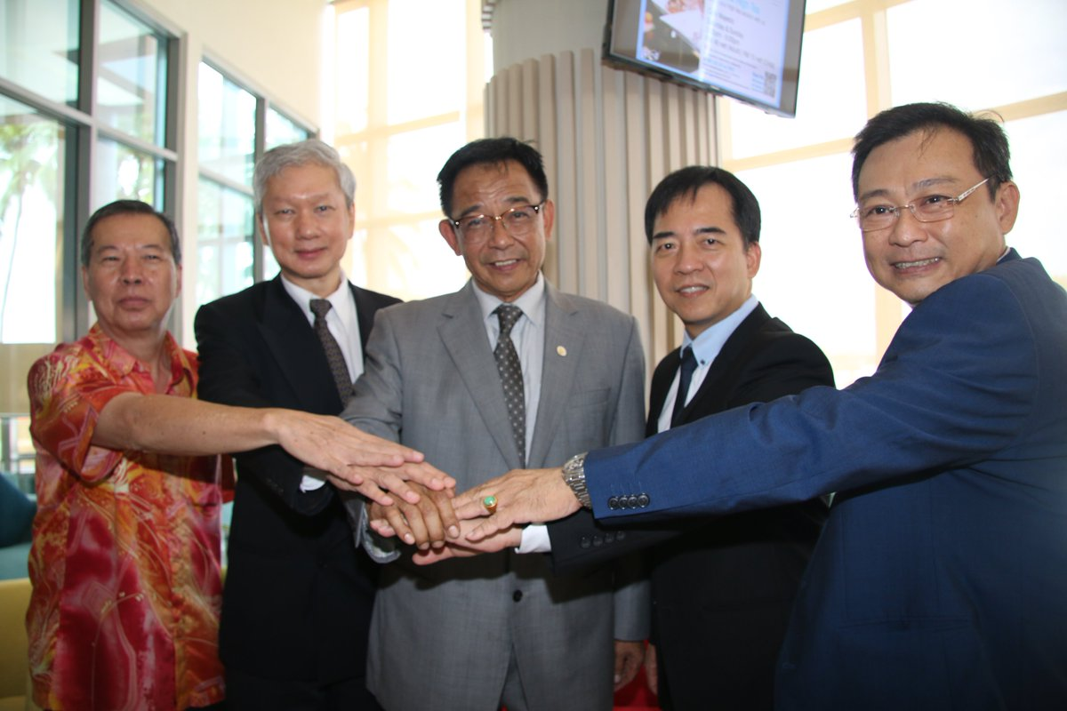 In the middle is Abdul Karim, Sarawak Minister for Tourism.