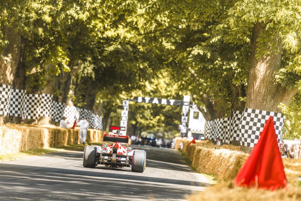 Admire the beautiful C32 F1 car featuring @Anto_Giovinazzi at #GoodwoodFOS. #AlfaRomeo #LaMeccanicaDelleEmozioni