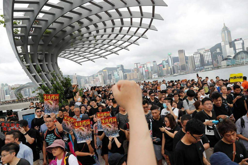 Hong Kong protesters march again, hope to explain grievances to Chinese visitors http://www.reuters.com/article/us-hongkong-extradition-idUSKCN1U203Y?utm_campaign=trueAnthem%3A+Trending+Content&utm_content=5d21d9198e73cc0001641260&utm_medium=trueAnthem&utm_source=twitter…