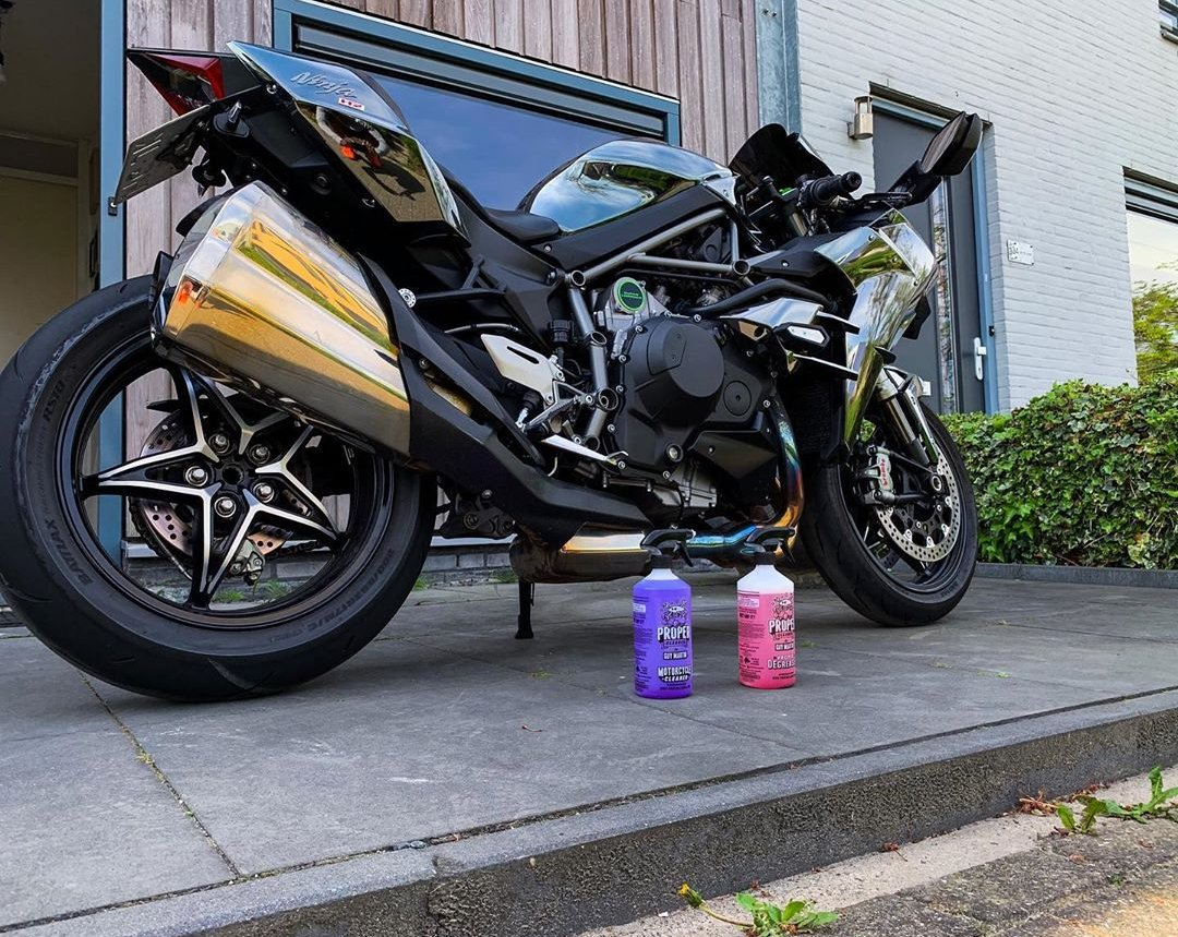 """""""Probably"""" the cleanest #Kawasaki H2 you'll see! Our motorcycle cleaner & degreaser doing the business once again!  Share from kxnglean on instagram  """"Make the H2 bling again.✨ """" #bikersfamily #299legends #GuyMartin #ProperCleaner #KawasakiH2 #H2"""