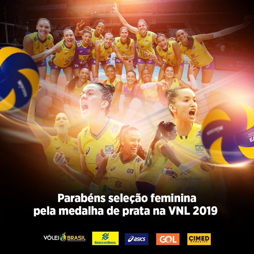 #VNL: Brasil 🇧🇷 é superado pelos EUA 🇺🇸 por 3 sets a 2 (20/25, 22/25, 25/15, 25/21 e 15/13 e fica com a medalha de prata. Foi uma campanha e tanto! Valeu!