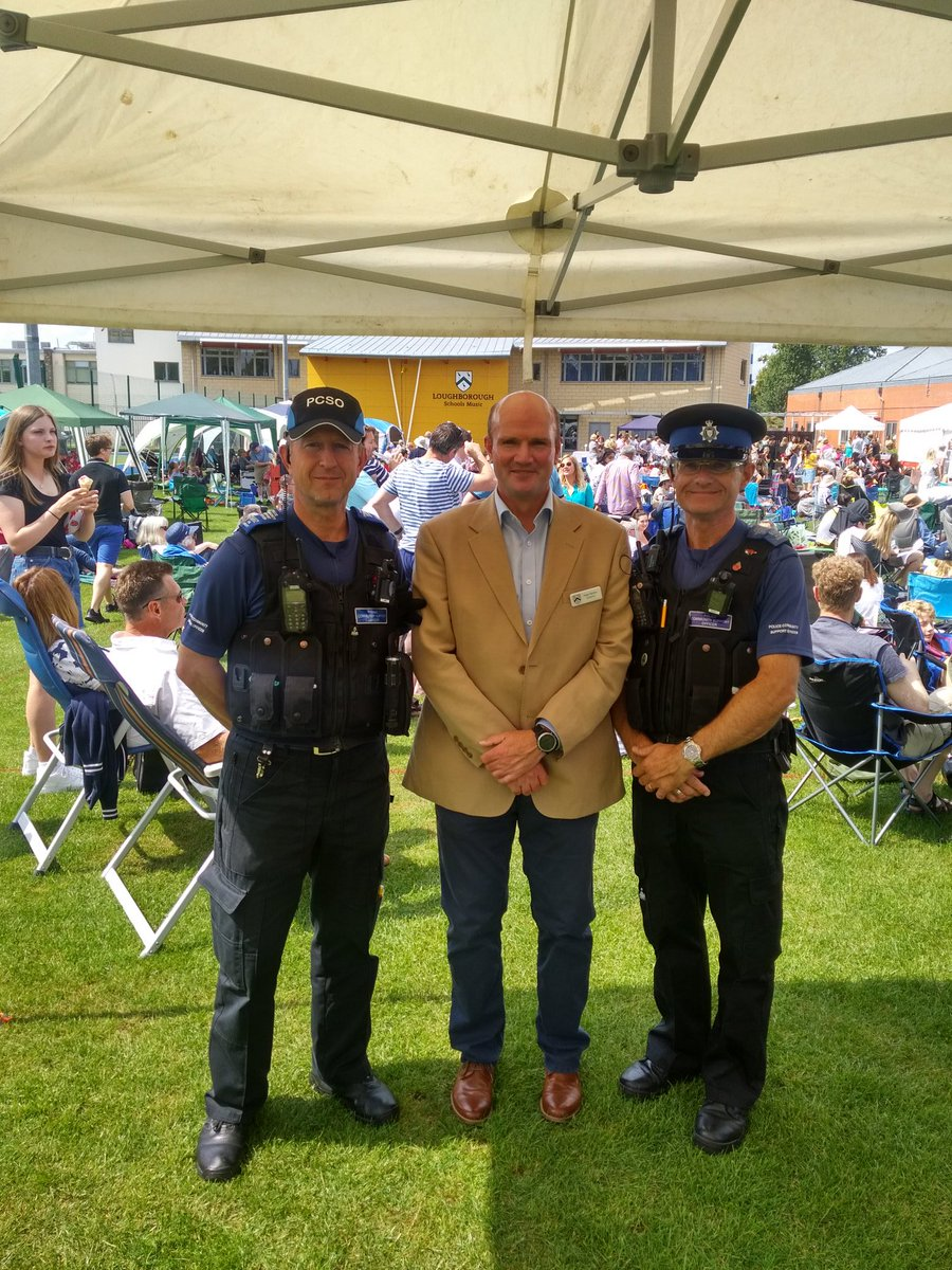 Community policing at its finest at the Loughborough Endowed Schools 'Alfresco Event 2019'. A sunny day, great turnout and a very happy school governor Roger with PCSO's Wright and Geeson #inyourcommunity #sunandmusic #happygovernorpic.twitter.com/f21VM9ZZBK