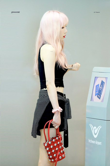 [PHOTO] 190705 Taeyeon @ Incheon Airport (heading to Hongkong) D-4fxHQUYAEhZ4Y?format=jpg&name=small