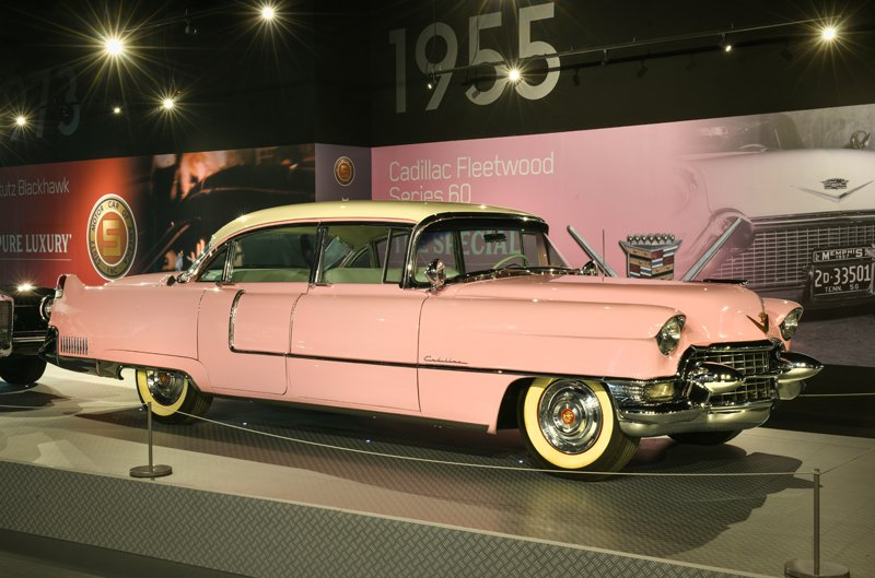 8d2f7cff9e1374 He gave it to his mother, Gladys, in 1956. This car is a work of art - see  it for yourself here at #Graceland!pic.twitter.com/MDcgaknkxD
