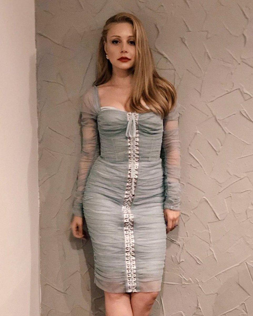 Кароль в платье Dolce & Gabbana
