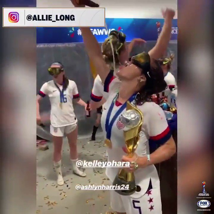 Never forget these @USWNT locker room celebrations 🍾😅