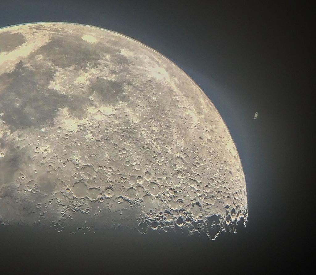 Луна фото вблизи