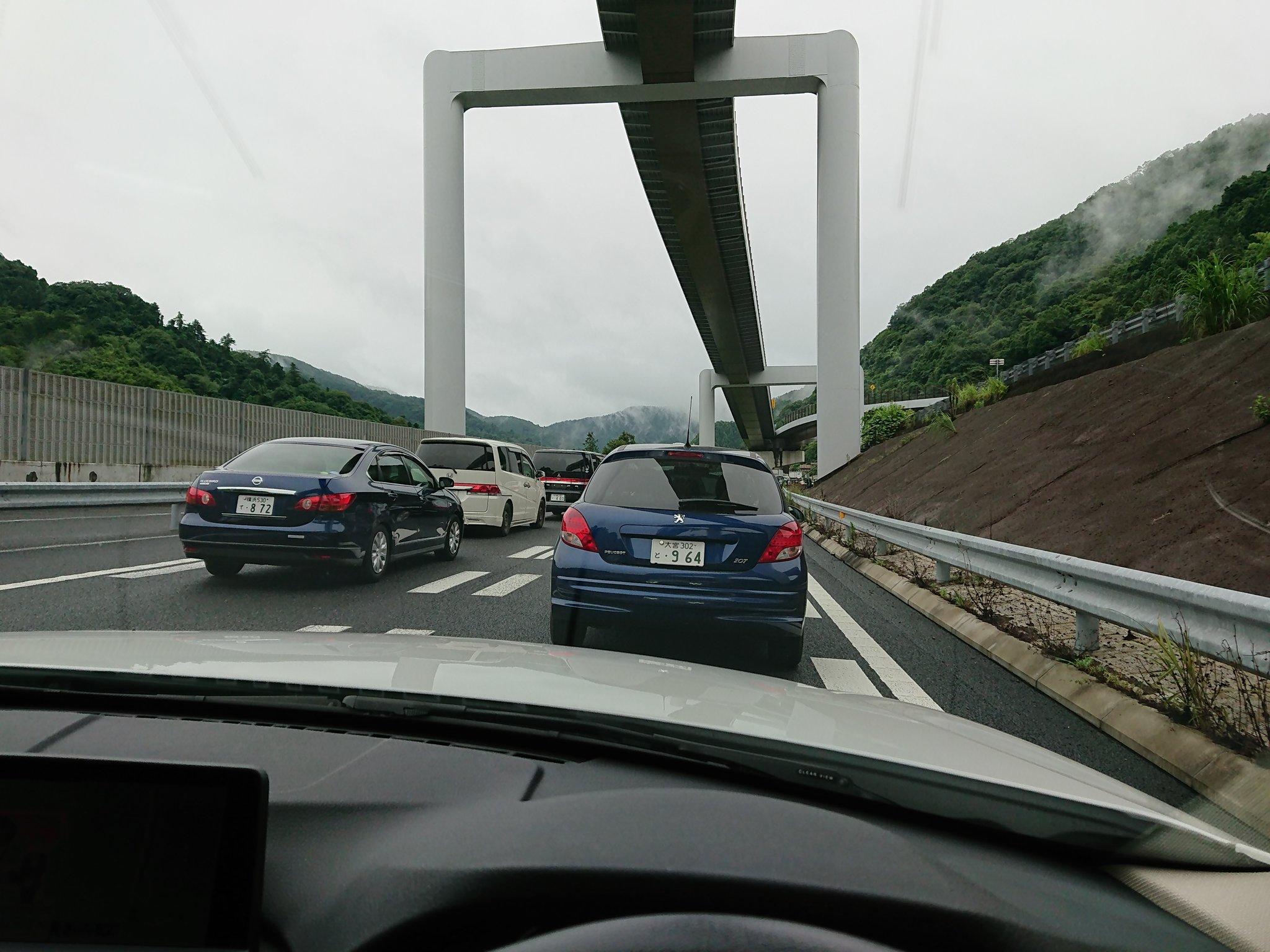 画像,中央道下り、事故渋滞。止まってから約45分。1メートルも動いてません。😅 https://t.co/5sSBhibMqc。