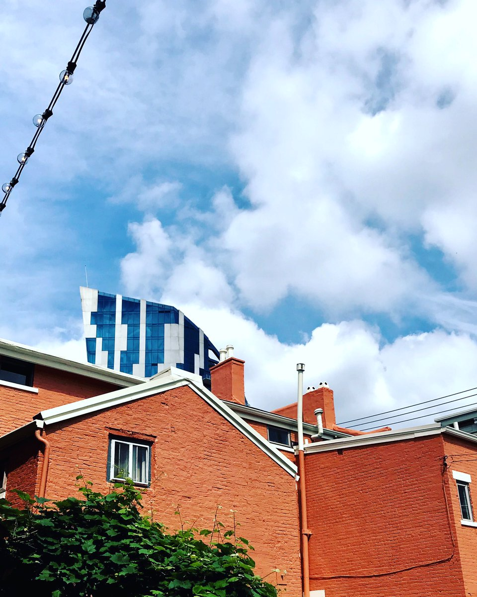 The SKY is the limit!! #streetphotography #architecturephotography #ontheroadnikon #covington #elvagabundobrooklyn #commercialphotographypic.twitter.com/90cmeueK9T