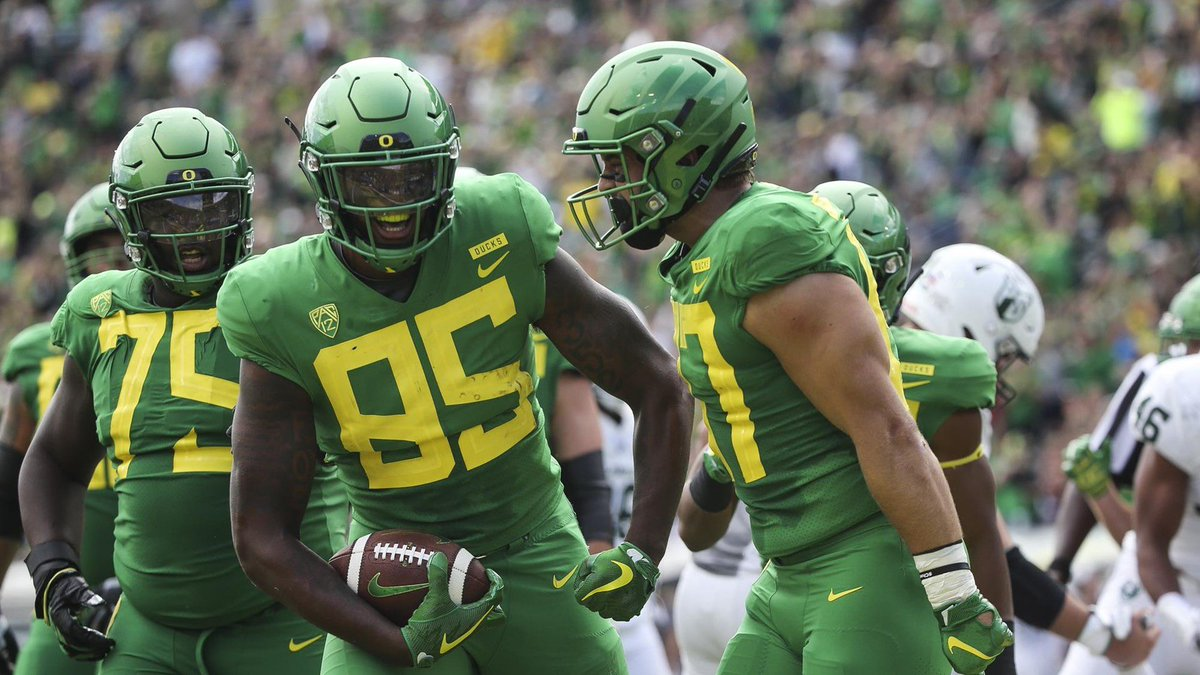 Blessed To Recieve An Offer From The University Of Oregon #GoDucks  <br>http://pic.twitter.com/wDKjDPRyai