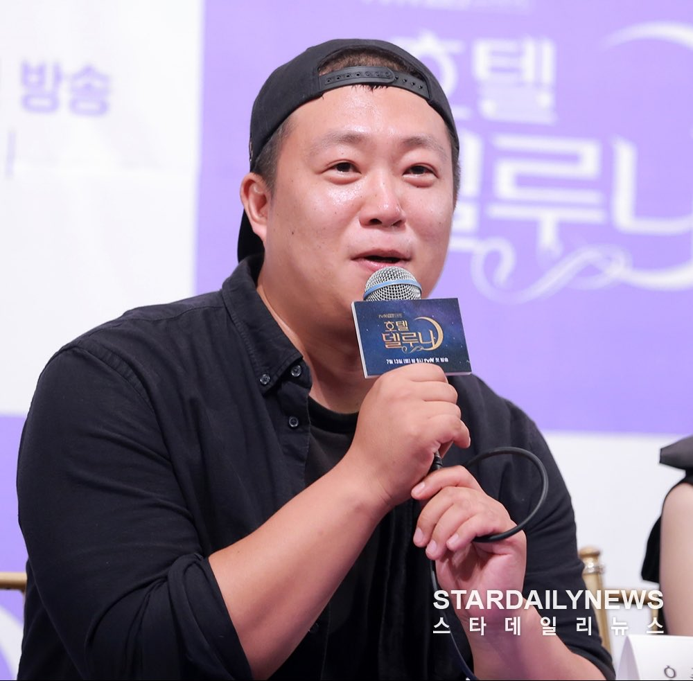 "Team 🌟🍬 on Twitter: ""[TRANS] 190708 tvN Hotel Del Luna Press Conference - Interview (3) ""Director Oh Choong Hwan: We would not film the drama until actress Lee Jieun joins us""… https://t.co/3EkEwA7REF"""