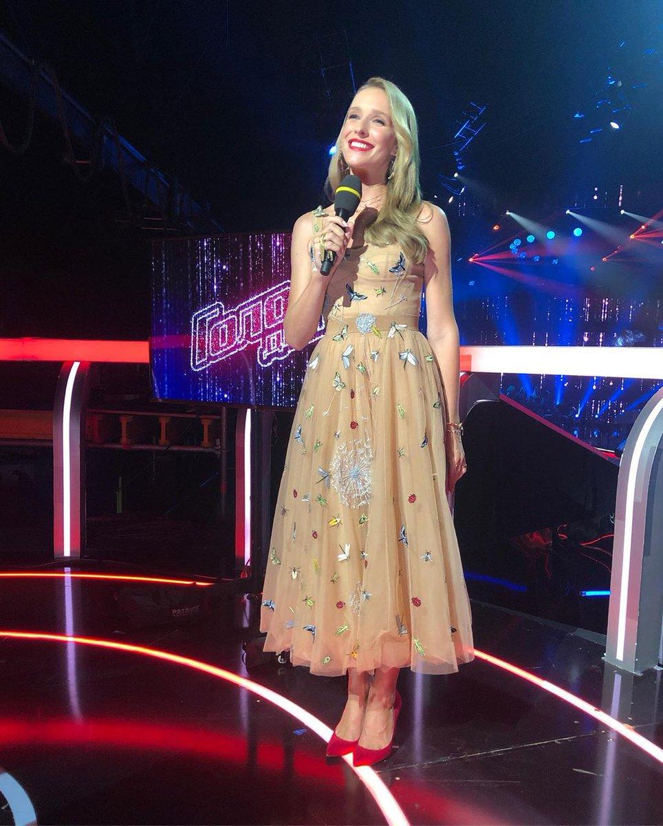 Катя Осадчая в платье POLLARDI
