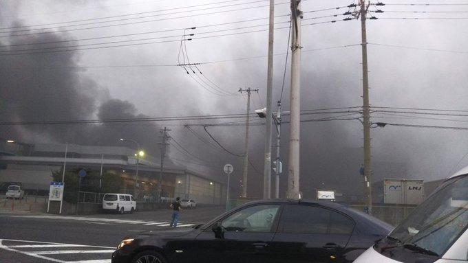 神戸市東灘区深江浜町で火事が起きている現場の画像