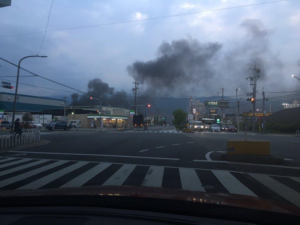 神戸市東灘区深江浜町の第四工区の火事で大量の煙が立ち上っている現場画像