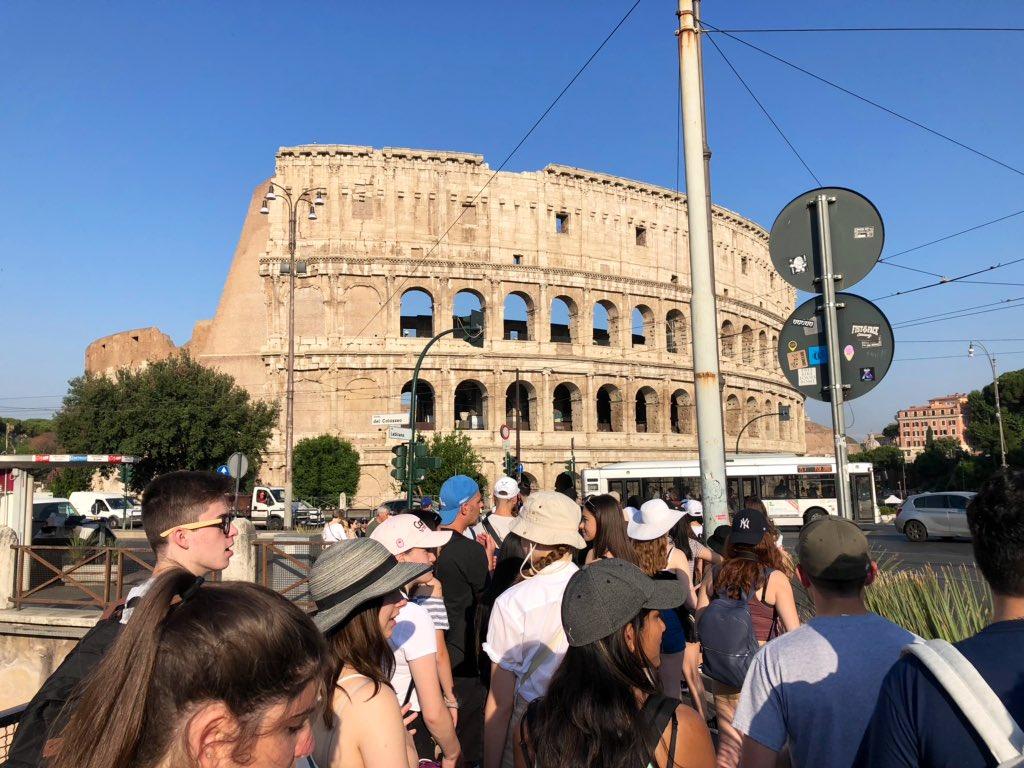 Siamo arrivati in Italia! La prima tappa il Colosseo. @ycdsb in Italia!