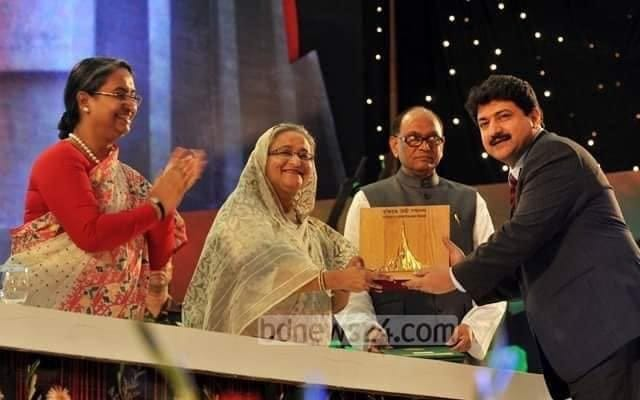 Hamid Mir ka award | Siasat pk Forums