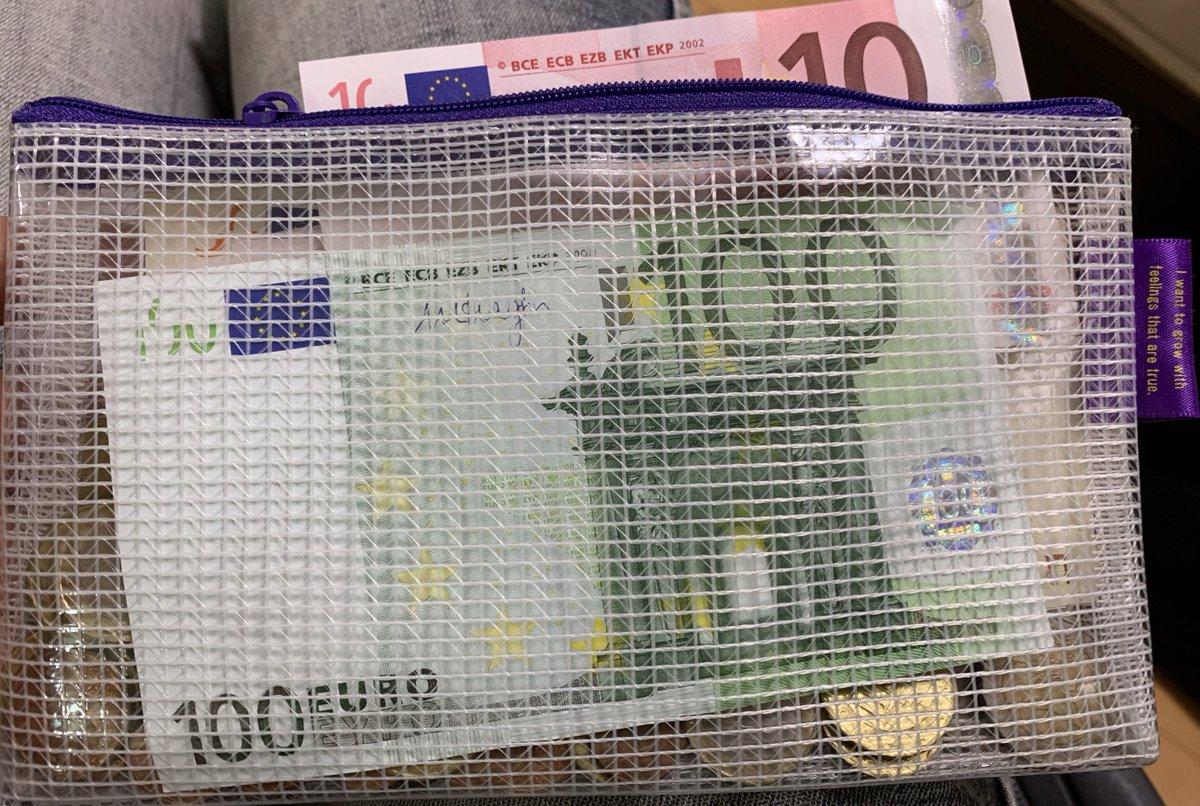 週末からのロシア。ルーブルへの交換は①キャッシング、②現地銀行で?か€と交換、が良いとの事で後者を選びました。家を漁っていると2014年にドイツ赴任した際に残した€が運良く出てきたので、これを両替します。…当時はユーロ高だったので結果的に損をする気がしますが?