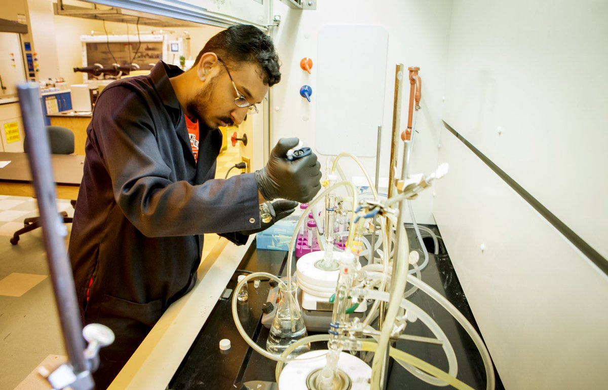 It's #MajorsMonday - With a degree in Biosystems Engineering, administered by @CASNR and @CEAT, you can pursue a career in:   -Enivronmental agency advisor -Water resources engineer -Food processing consultant  To learn more visit  http:// bit.ly/31rESaT    <br>http://pic.twitter.com/arpU65PXZz
