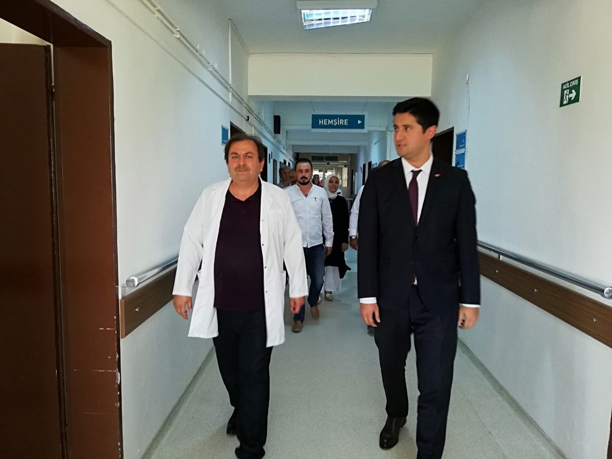 İlçemiz Kaymakam Vekili Sayın İbrahim Engin ŞENAY Hastanemizi ziyaret etti. Hastanemiz birimlerini gezerek çalışmalar hakkında bilgi alan Sayın Kaymakamımız,hasta ve hasta yakınlarını da ziyaret ederek geçmiş olsun dileklerinde bulundu. @sbkhgm