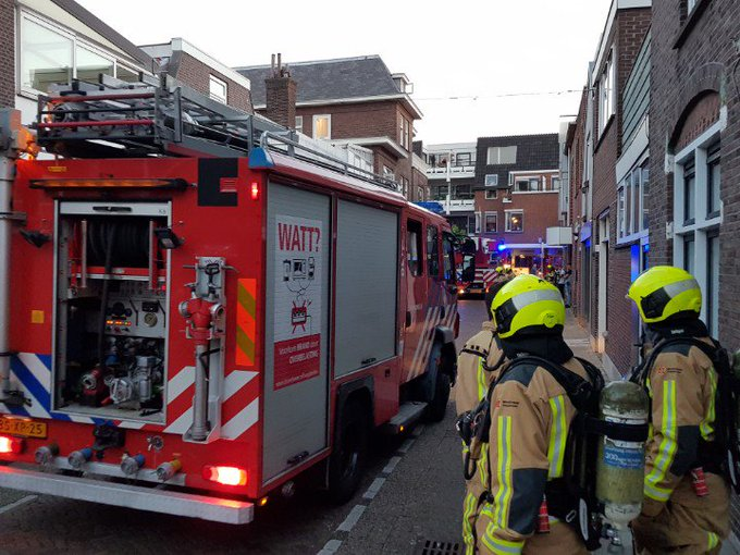 Naaldwijk Binnenbrand in centrum woning. Veel brandweer tp. https://t.co/9hLtG9JJGh