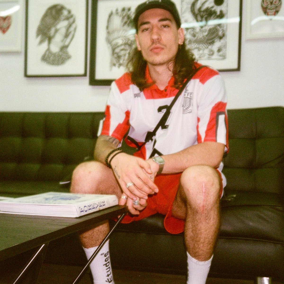 Hector Bellerin was snapped wearing @Killa_Villa_ and this just added to our love for him. This is why he will rule the world. theculturedivision.com/why-hector-bel…